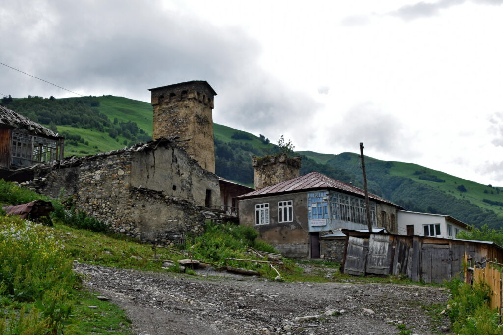 Adishi , swanetia - swańska wieża - trekking z Mestii do Ushguli. Gruzja