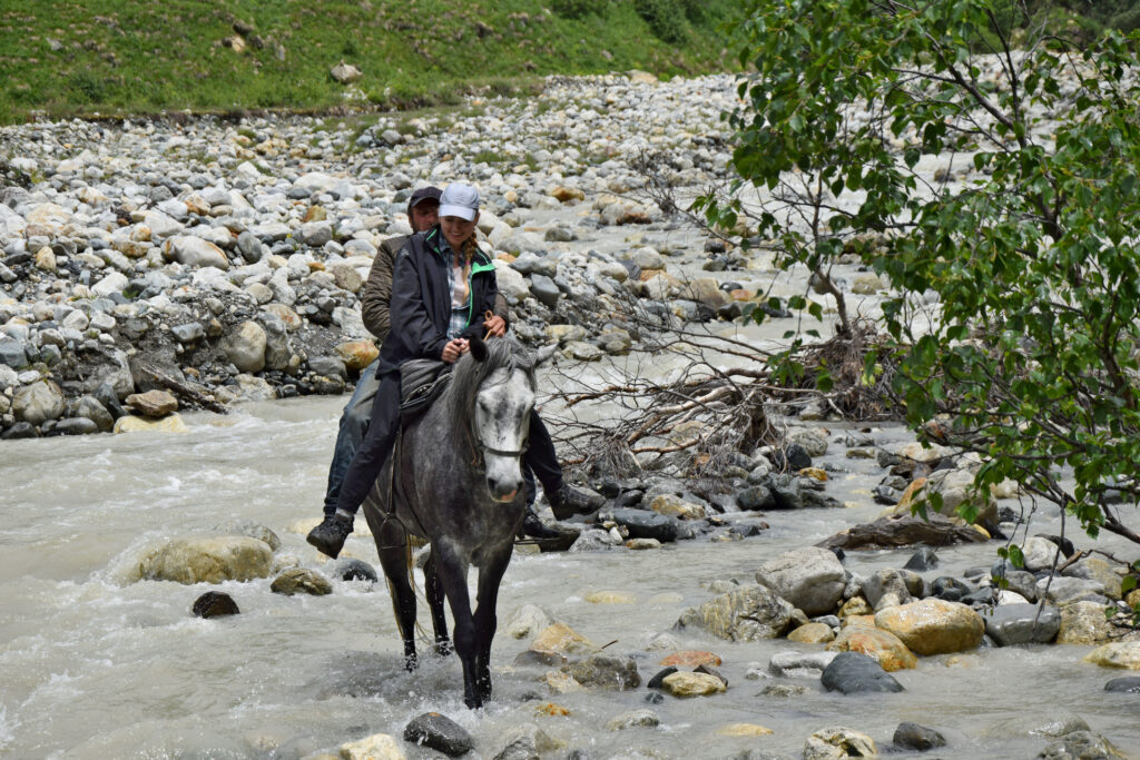 Swanetia przeprawa konna Adischala, Adishi. Trekking Mestia - Ushguli