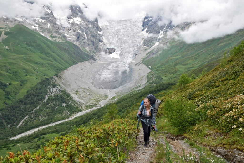 Swanetia, lodowiec Adishi. Trekking z mestii do ushguli, Gruzja, przełęcz