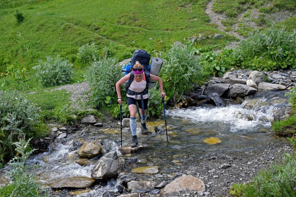 Potok Gruzja, Trekking z mestii do Ushguli - szlak przejście przez rzekę