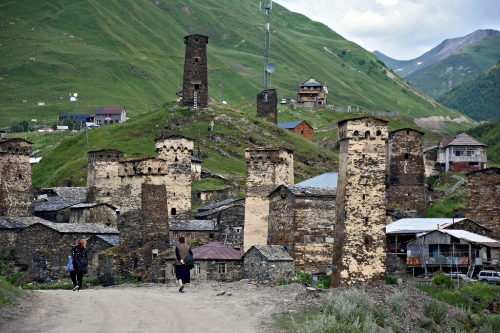 Ushguli w Gruzji - swańskie wieże