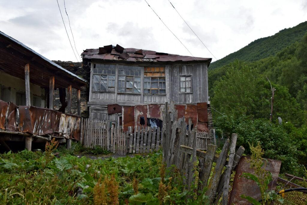 Gruzja bieda - Ushguli dom stary