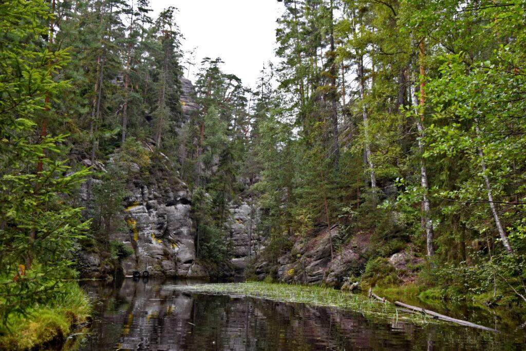 Adrspach skalne miasto spływ jeziorem łódź