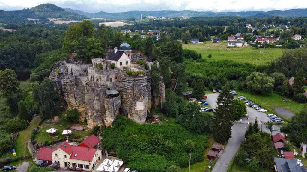 Czechy, Novy Bor. Czeskie zamki - Zamek Sloup na samotnej, 30-metrowej skale.