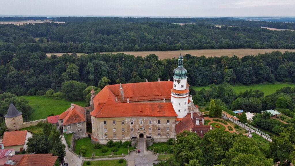 Nowe Miasto nad Metują. zamek. Czeskie zamki