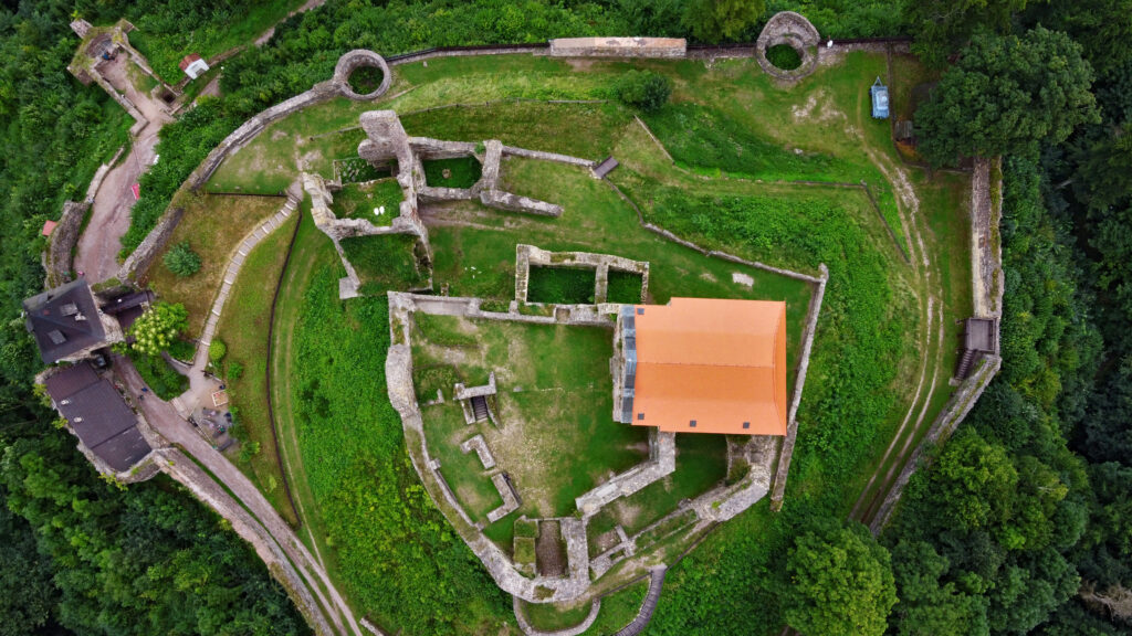 Zamek Potstejn mury zamkowe. Czeskie zamki, czechy