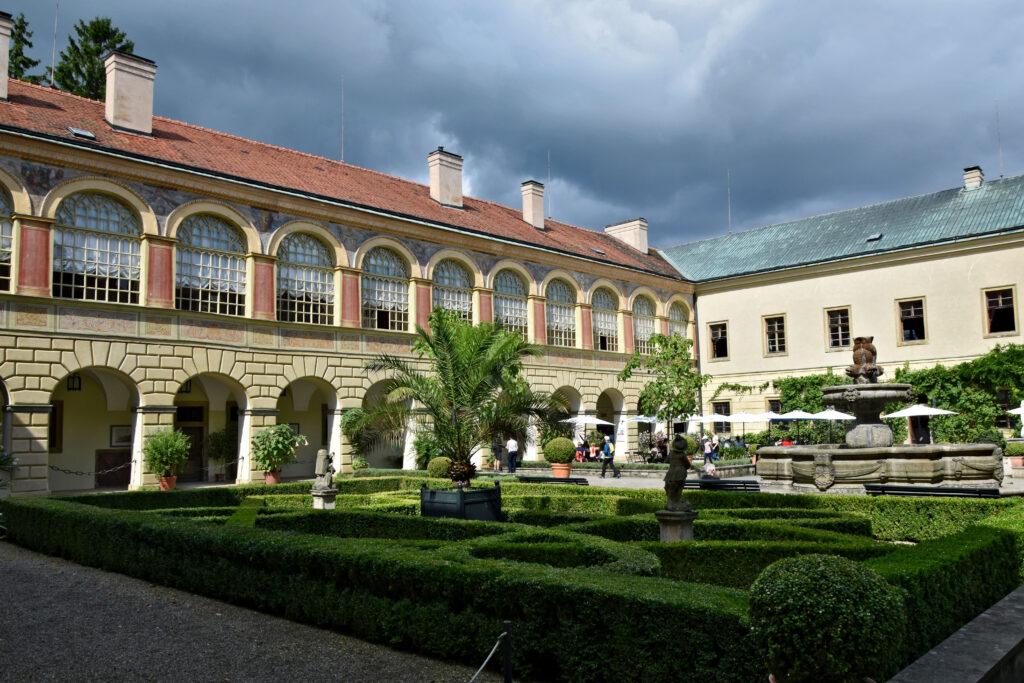 Castolovice - Najpiękniejsze czeskie zamki. Dziedziniec