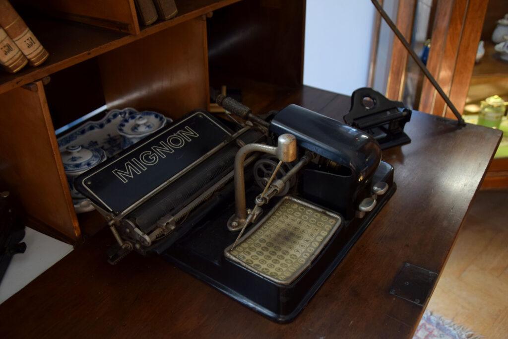 Maszyna do pisania MIGNON, Castolovice zamek Czechy